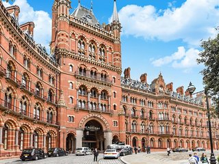 St Pancras Chambers, 2 Double Bedrooms with 2 sofa beds, Central London