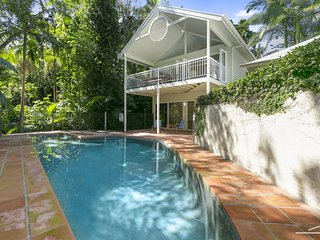 'THE BEACH HOUSE' LITTLE COVE - 32 Mitti Street - pool, tennis court, designer r