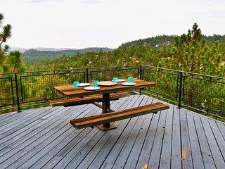 Stunning 'Grande Vista' Overlooking the Forest