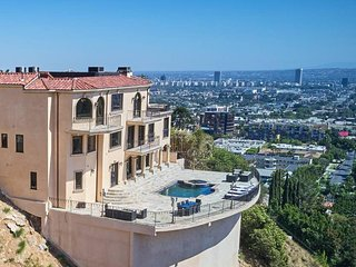 ★ Hollywood Hills View Estate ★ Sleeps 14