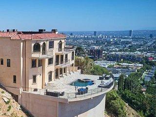 ★ Hollywood Hills View Estate ★ Sleeps 14