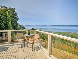 Beautiful Home w/Deck on Puget Sound Near Airport!