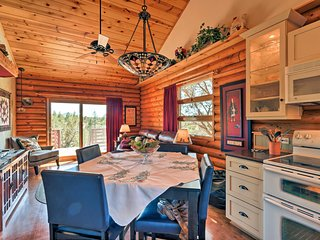 NEW! Inviting Log Cabin w/Views Near Grand Canyon!