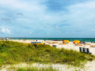 Discounted rates for your end of summer beach vacation at this cozy condo!