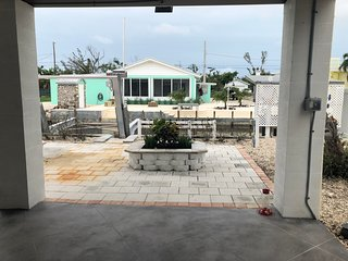 New Listing! Beautiful Canal front , Key Deer and jacuzzi.