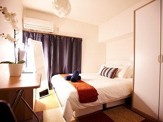 SHINJUKU! QUEEN BED, LOUNGE, FUN, QUIET, COZY