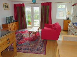 Ellen's Garden Apartment, ground floor, 2 bedrooms, 100 metres to town centre.