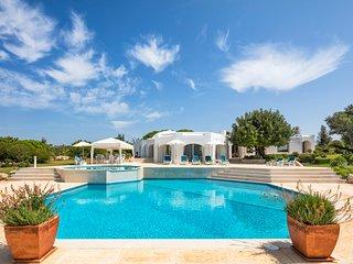 4 bedroom Villa in Carvoeiro, Faro, Portugal : ref 5654501