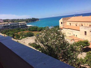 Tropea bright sea view apartment 5 min. walk to the sea