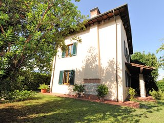 LAST-MINUTE!!!!  ALL INCLUSIVE for Sept (FAIR,SHOWS,MARKETS) and Oct. near Lucca