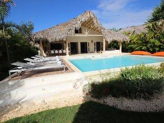 AREKUNA, villa a 150 m de la mer, piscine privee, 5 chambres / 10 personnes