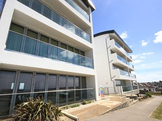 Zenith 16 is a 3rd floor beautiful apartment overlooking Porth Beach