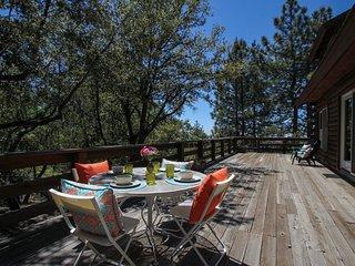 Spacious Log Home with 'Golden Sunshine' & Mountain Views
