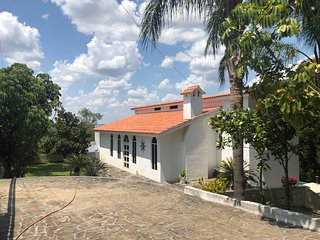 Ranch/Villa with pool 40 minutes from Monterrey