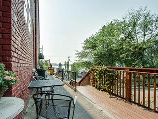 NEW LISTING! Charming apartment in historic building-walk to park, marina & lake