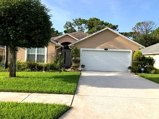Lovely 3BD Palm Bay Home Close to I-95, Retail/Restaurants, 20 Min From Beach
