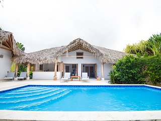 CAYENNE, à 150 m de la mer, 4 chambres, piscine privée, 8 personnes