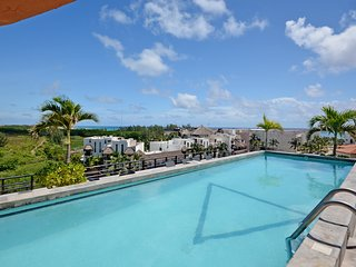 Stylish 2 BR a few steps to the beach with 2 pools by Happy Address