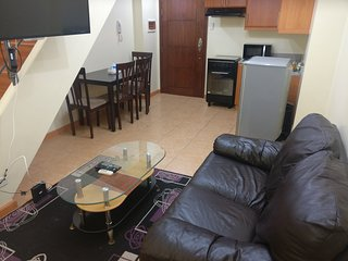 Perfect BGC Manila Loft ☺ WIFI, Pool, Gym - 28B