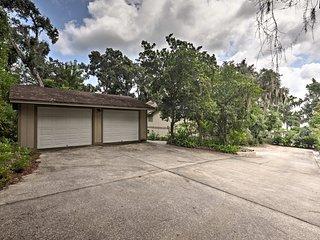 Lakefront Florida Apartment w/ Boat House & Kayak!