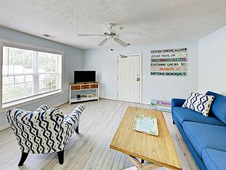 Sunny Home in the Heart of Myrtle Beach - Walk to Dining & Beach