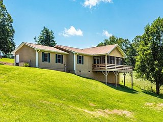 Tranquil 3BR w/ Stunning Views, Fire Pit & Game Room—Near Asheville