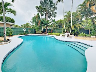 4.5 Miles to Beach! 1BR Triplex Tropical Hideaway w/ Pool