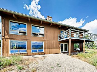 6BR Mountain Classic w/ Epic Valley Views, Game Room & Bar – Near Ski Resorts