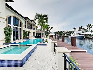 Luxurious Coral Ridge 6BR/6.5BA w/ Private Waterfront Pool & Spa - Boat Dock