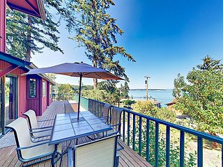Stunning Puget Sound Views w/ Private Beach