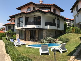 Nina 4a, Bay View Villas