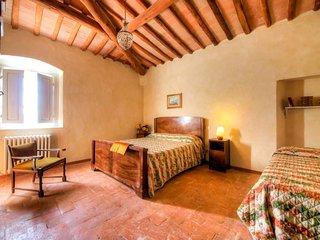 3 bedroom Apartment in Talciona, Tuscany, Italy : ref 5655759