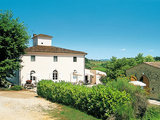 3 bedroom Apartment in Talciona, Tuscany, Italy : ref 5655759