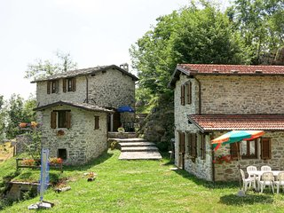 4 bedroom Villa in Vallico di Sopra, Tuscany, Italy : ref 5656454