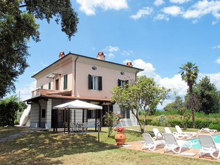 Lappato Apartment Sleeps 8 with Pool and Free WiFi - 5656395