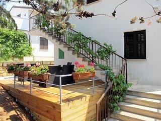 2 bedroom Apartment in Pinezići, Primorsko-Goranska Županija, Croatia : ref 5641