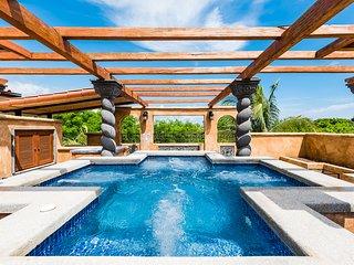 Luxury Playa Langosta 3 BR 3 1/2 Bath Villa - Private Pool - 5 Mins to Tamarindo