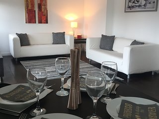 Modern Apartment - near train station with WiF (to suit families/business users)