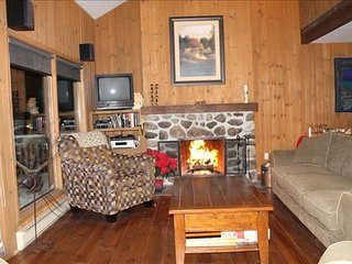 Prime Ski In / Ski Out | Private Hot Tub / 277457