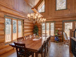 Stunning Scandinavian Wooden Chalet | Private Hot Tub / 215734