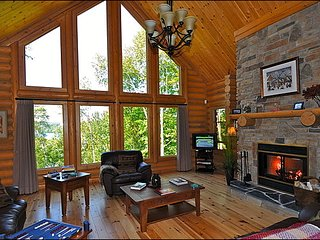 Lakefront Log Home | Private Dock on Peaceful Lake with Canoe / 215606