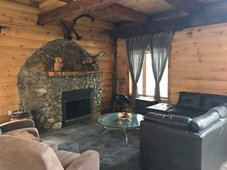 Chalet Overlook Lac Wheeler, Private Hot Tub | Sleeps Up To 25 Guests / 344937