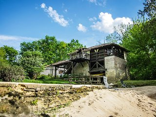 Moulin de Saint Cricq, gite en bordure de riviere avec piscine et sauna Russe