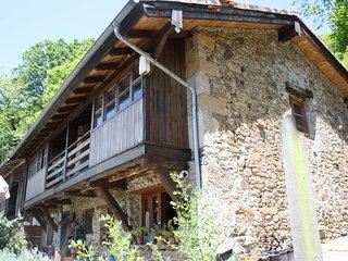 Habitación privada y desayuno en casa rural tradicional asturiana