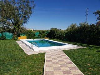 Precioso chalet que consta de 3 dormitorios, cocina, bano y salon con piscina