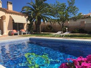 Eole Y Mar, Villa frontline, private pool, seaview, sleeps 10, 300m from beach