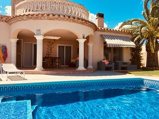 Eole Y Mar, Villa frontline, private pool, seaview, sleeps 10, 300m from beach