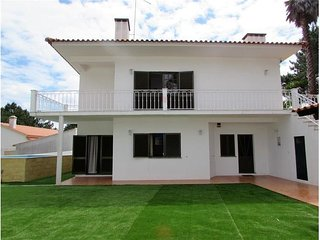 Pinewood Villa close to beach & golf courses with pool. Licence n0 30864/AL