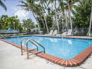 Ultimate Relaxation in your Private Keys Paradise with Pool, Dock Slip & Near Al