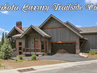 Lakota Trailside Luxury Villa - Great Views/FREE Activities/Hot Tub/Concierge